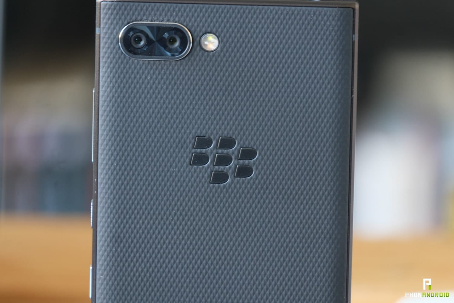 test blackberry key2 design back