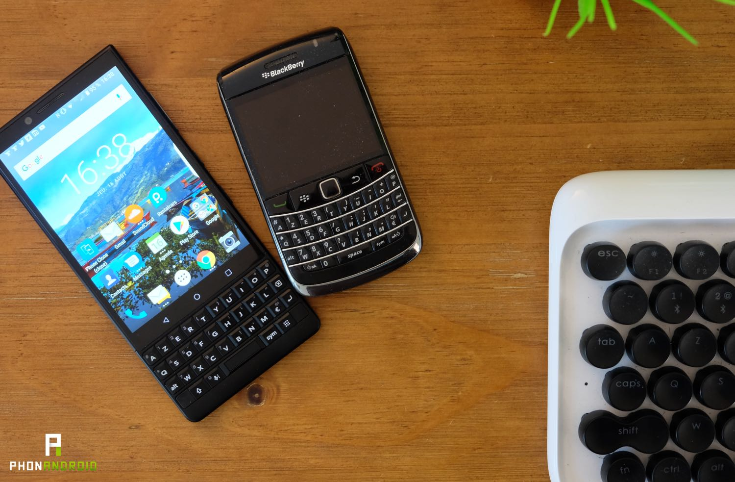 blackberry key2 vs bold