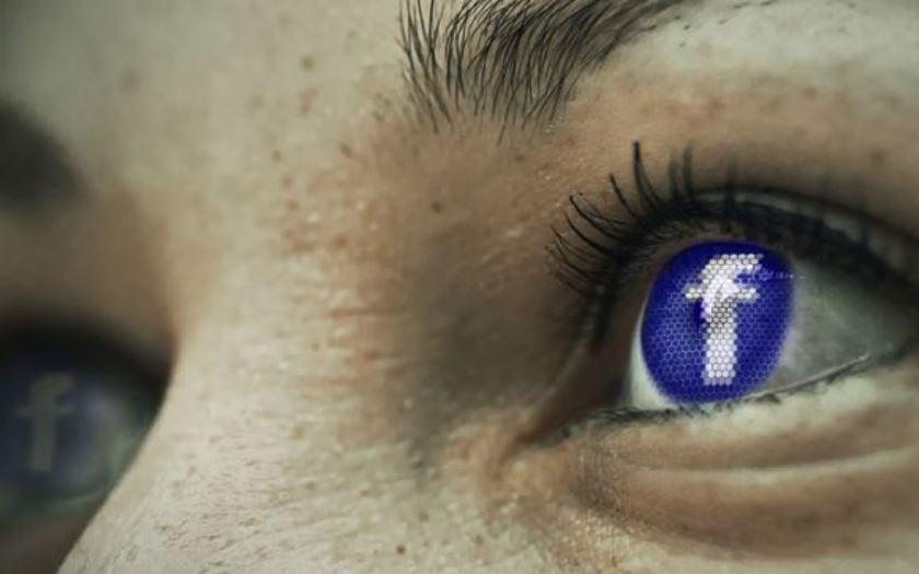 facebook moderatrice porte plainte
