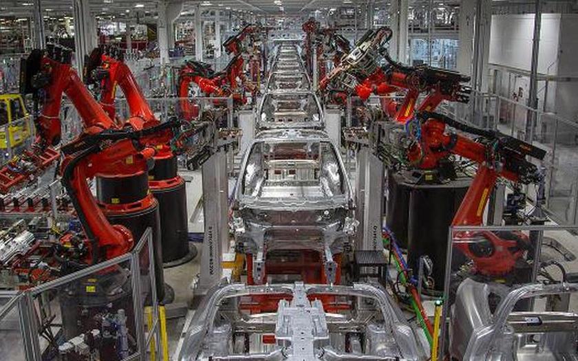 tesla usine assemblage