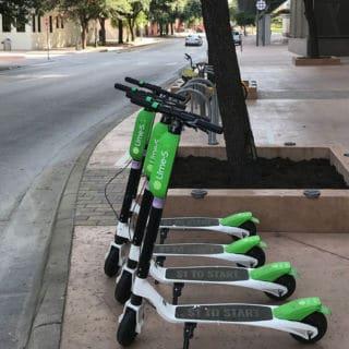 Des trottinettes électriques Lime S à Austin, Texas