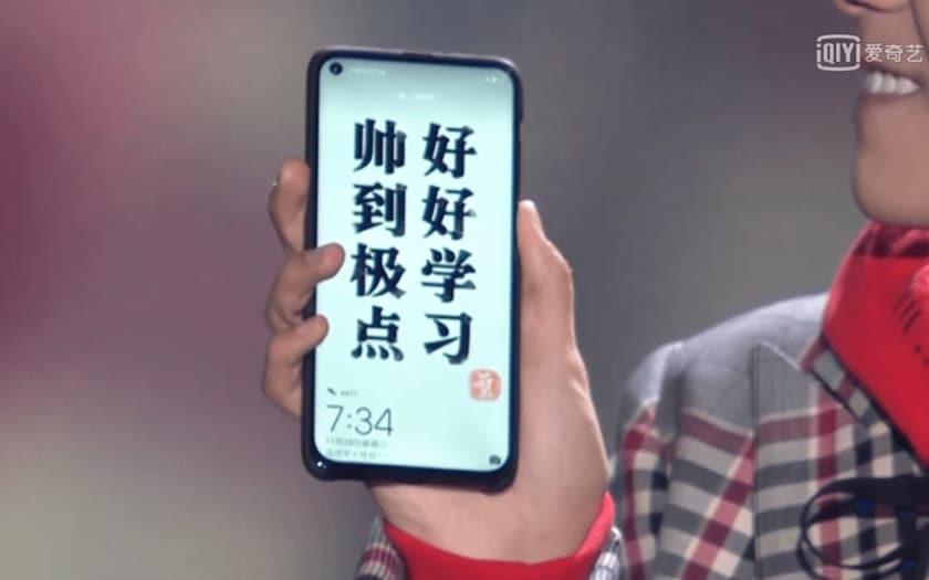 huawei smartphone trou ecran galaxy S10 photos