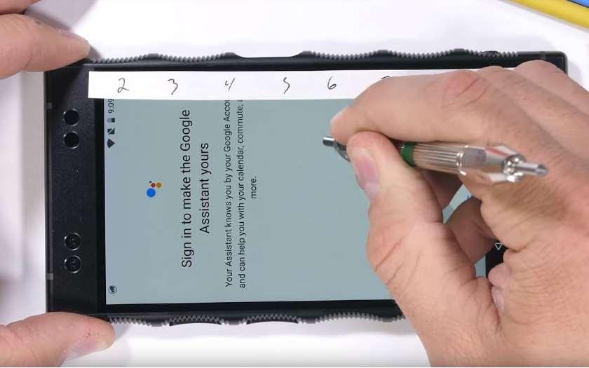 RED Hydrogen One test de résistance, le smartphone holographique se fait démolir en vidéo
