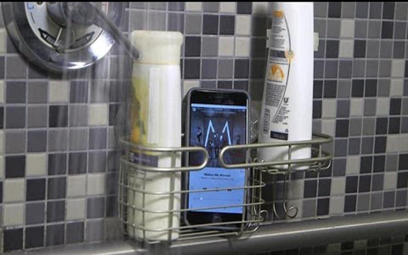 smartphone salle de bain