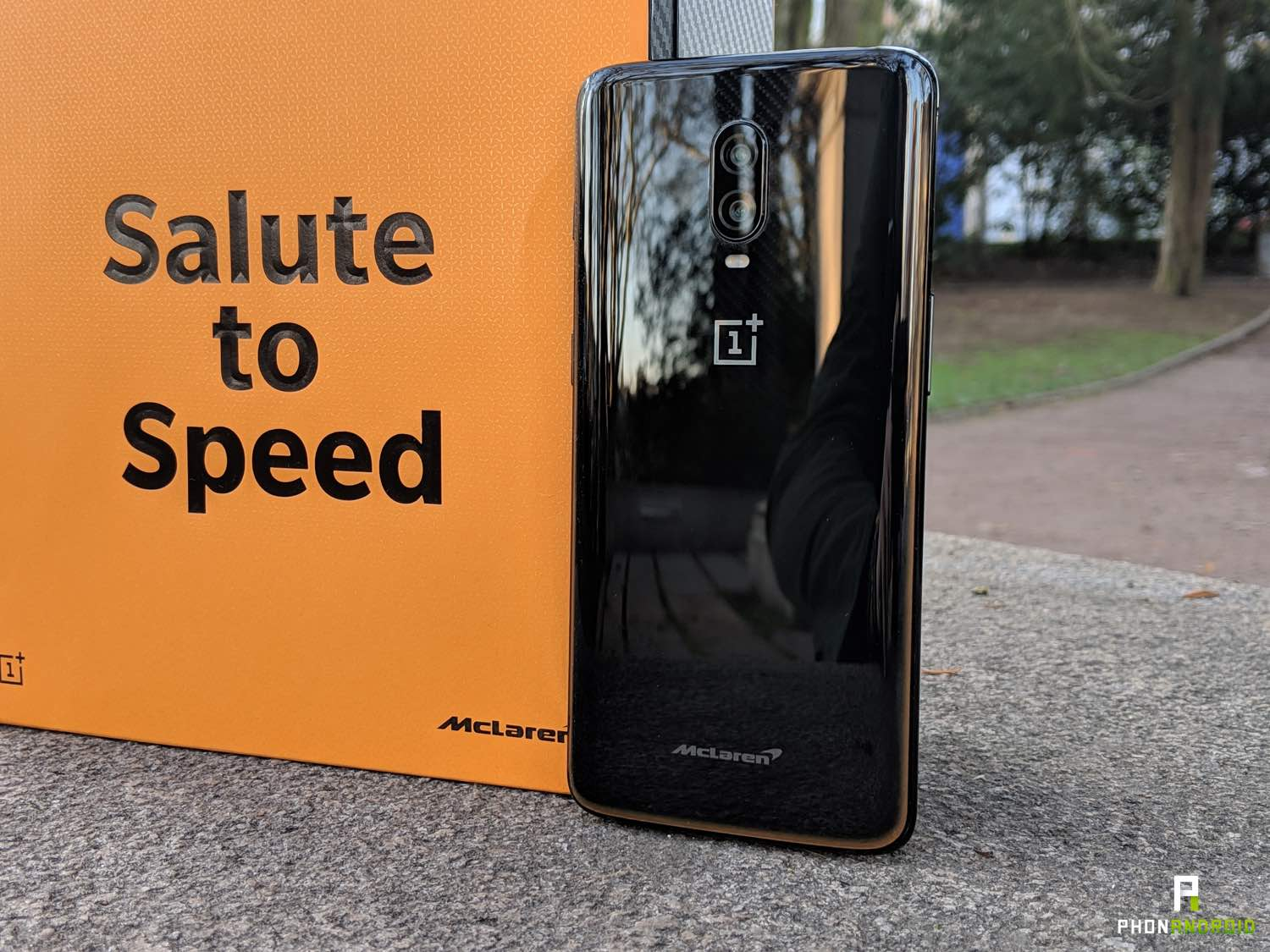 test oneplus 6t McLaren edition design
