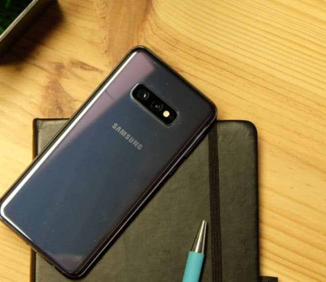 test samsung galaxy s10e design review