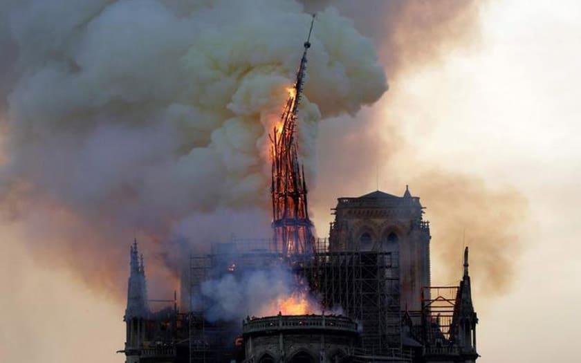 Notre-Dame de Paris : pourquoi YouTube confond l'incendie avec les attentats du 11 septembre