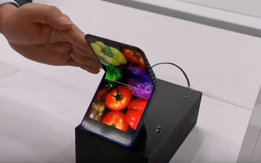 sharp smartphone pliable video