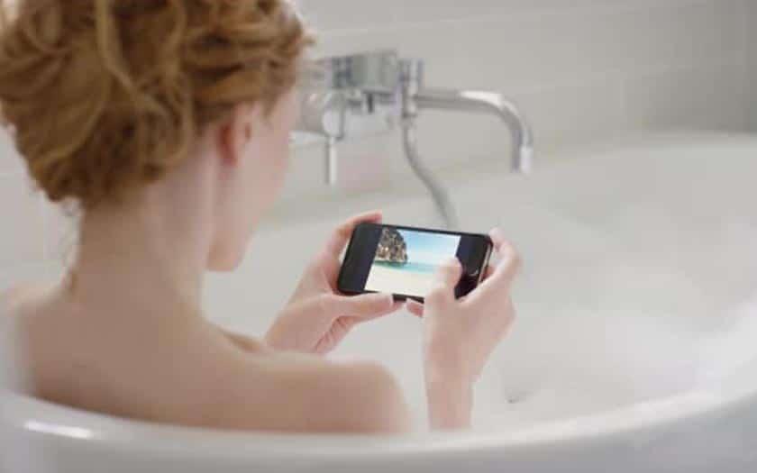 smartphone bain électrocutée