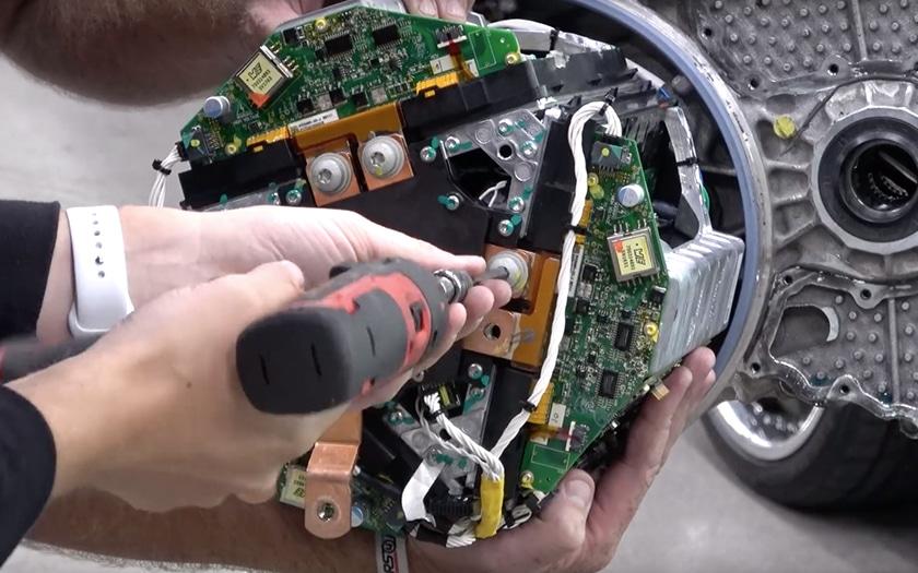 tesla model s démontent moteur vidéo