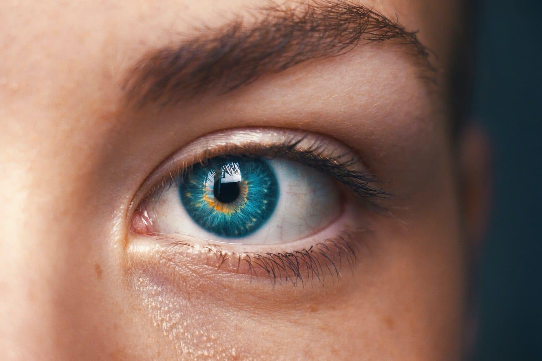 oeil humain ecran