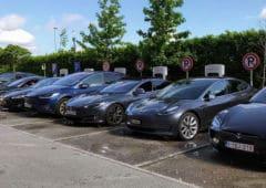 Voitures Tesla En Charge