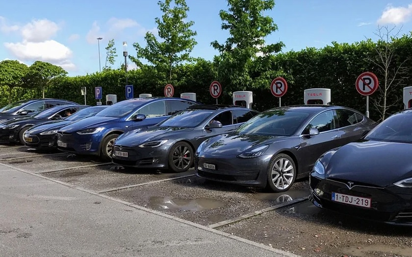 Voitures Tesla En Charge