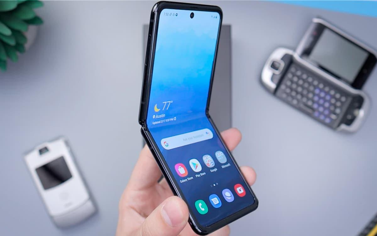 Galaxy Z Flip vidéo met smartphone clapet rude épreuve