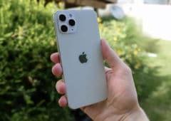 iphone 12 prise main