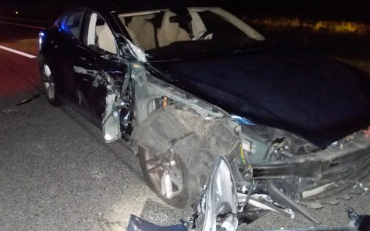 tesla model s voiture police accident