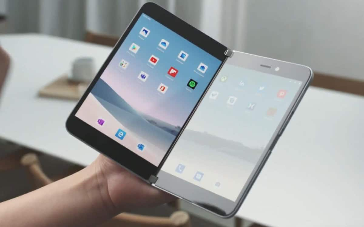 galaxy fold s smartphone pliable façon surface duo