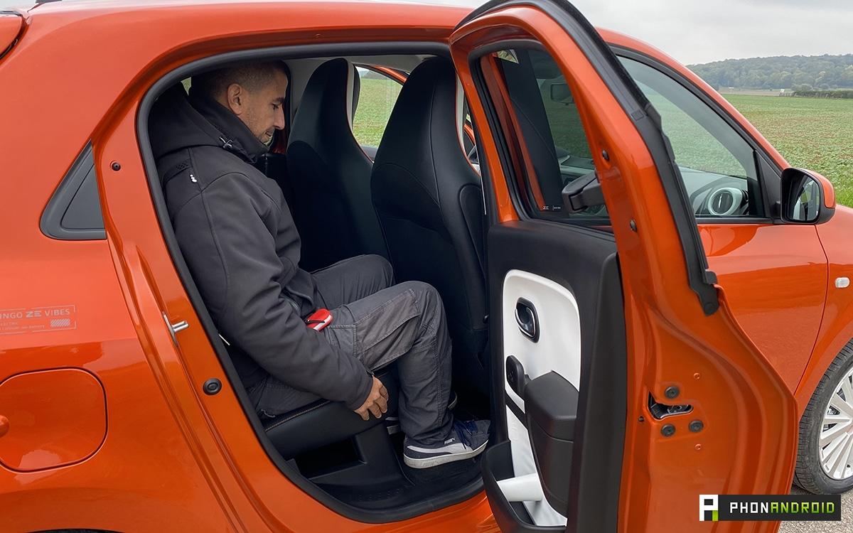 Renault Twingo Electric vue de cote portiere ouverte