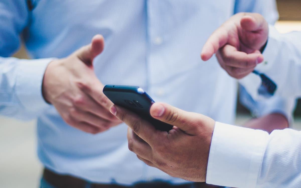 coronavirus survit 28 jours écran smartphone