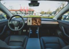 tesla interieur autopilot