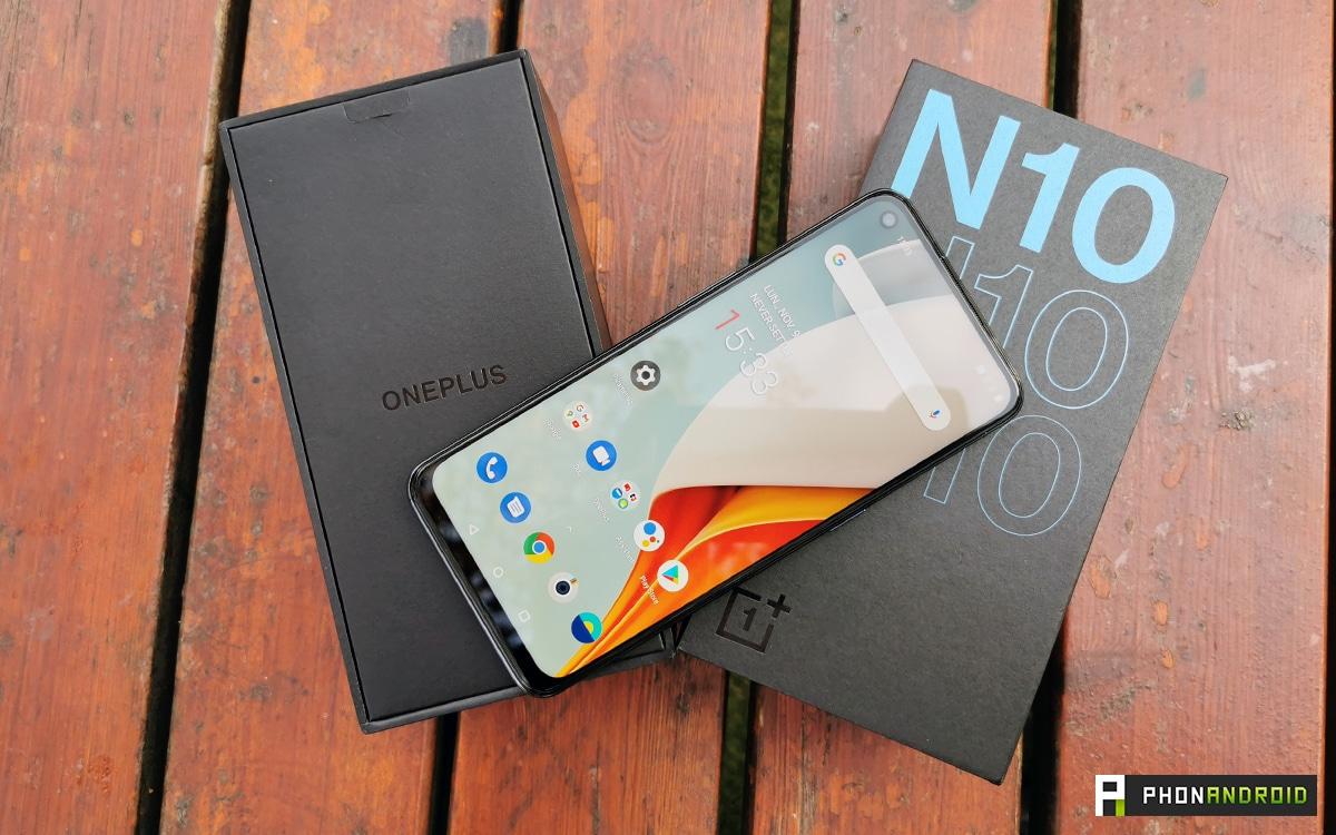 Le OnePlus N10 5G vu de dessus avec sa boite