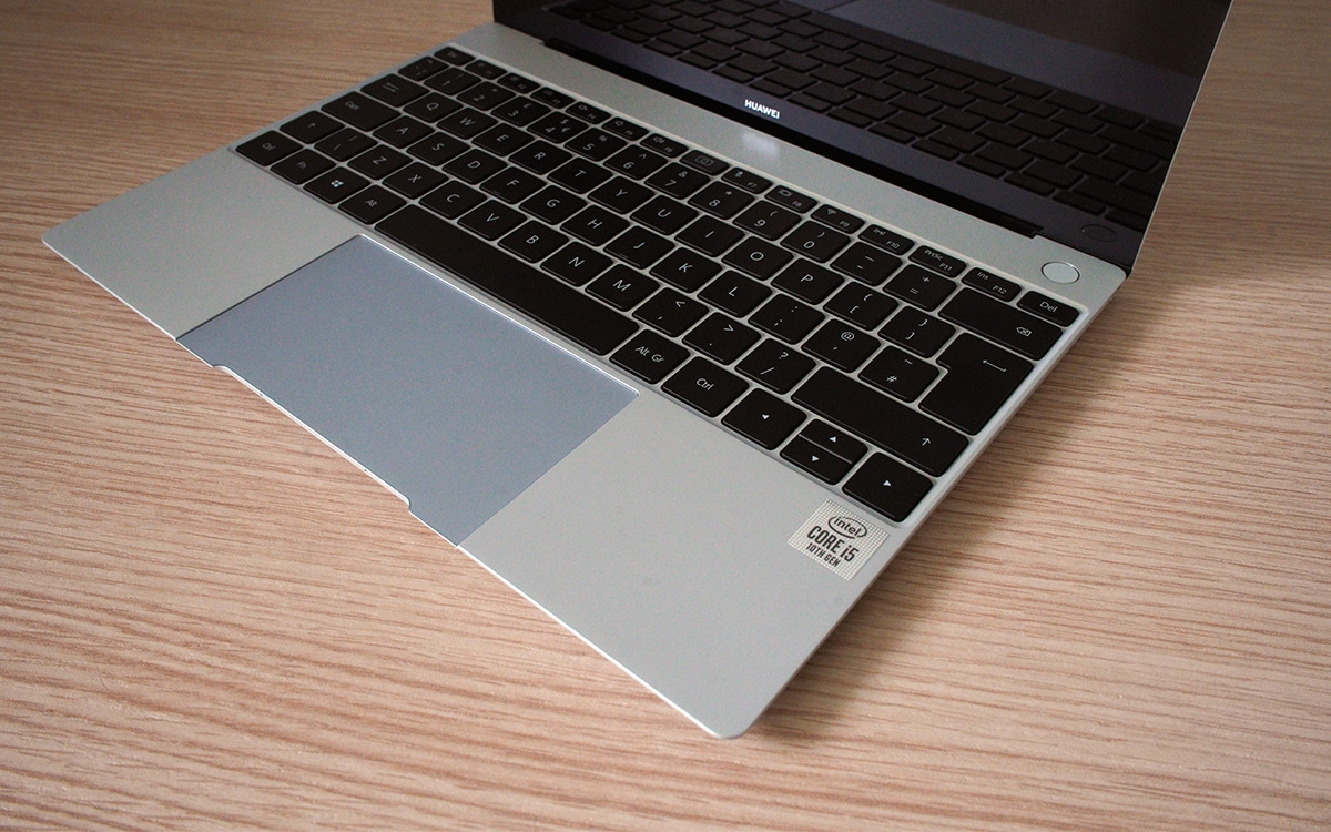 Huawei MateBook X ouvert vue cote