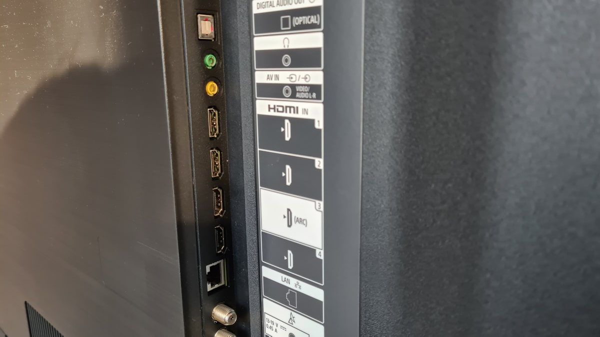 Sony Bravia XH90 connector 1