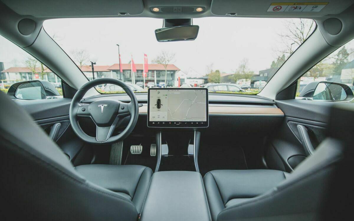 Tesla tableau de bord