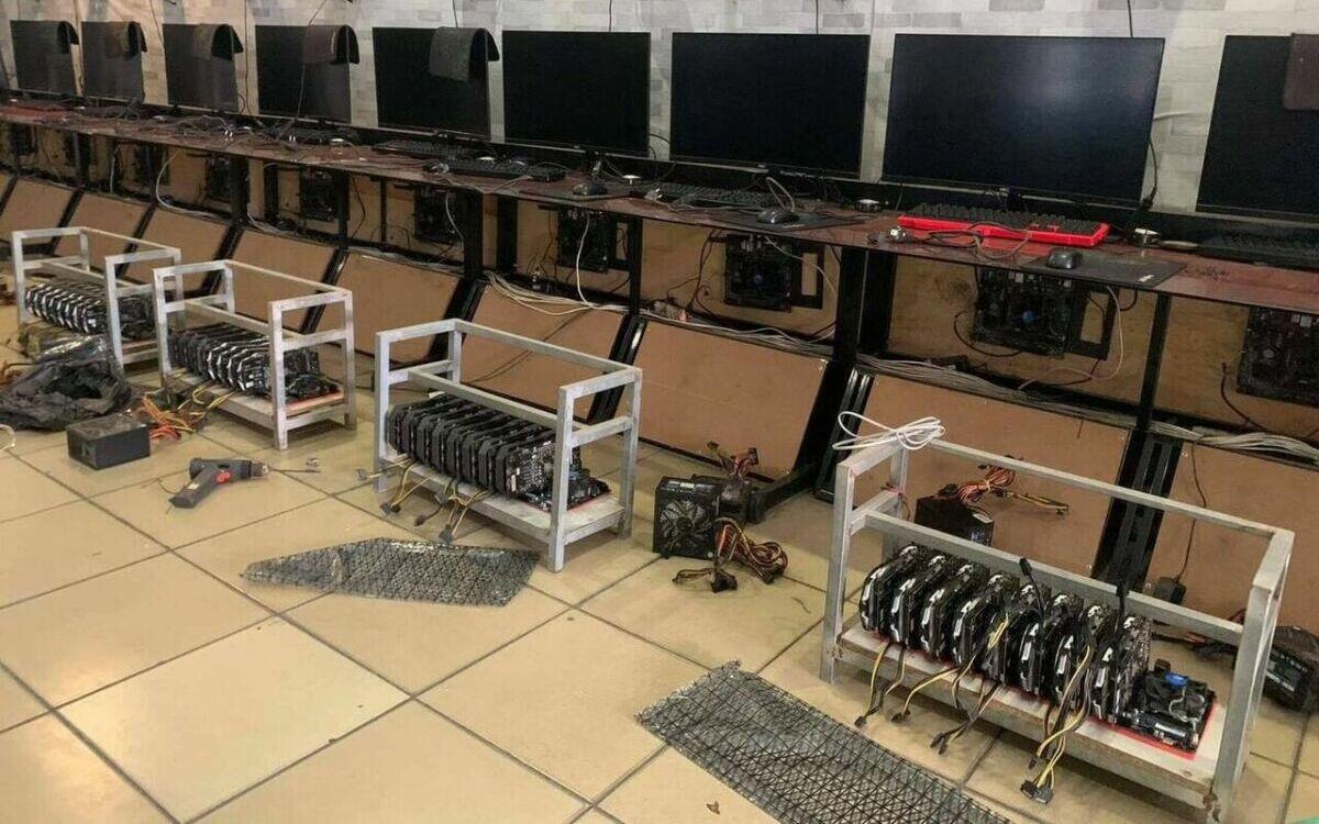 Cybercafe ferme de minage