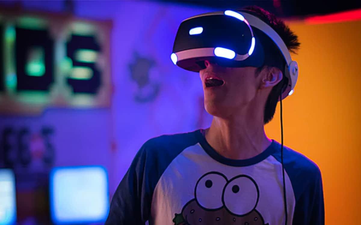 Joueur casque réalité virtuelle