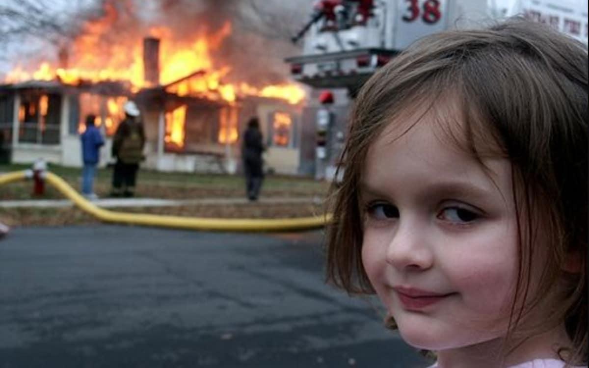 disaster girl meme encheres