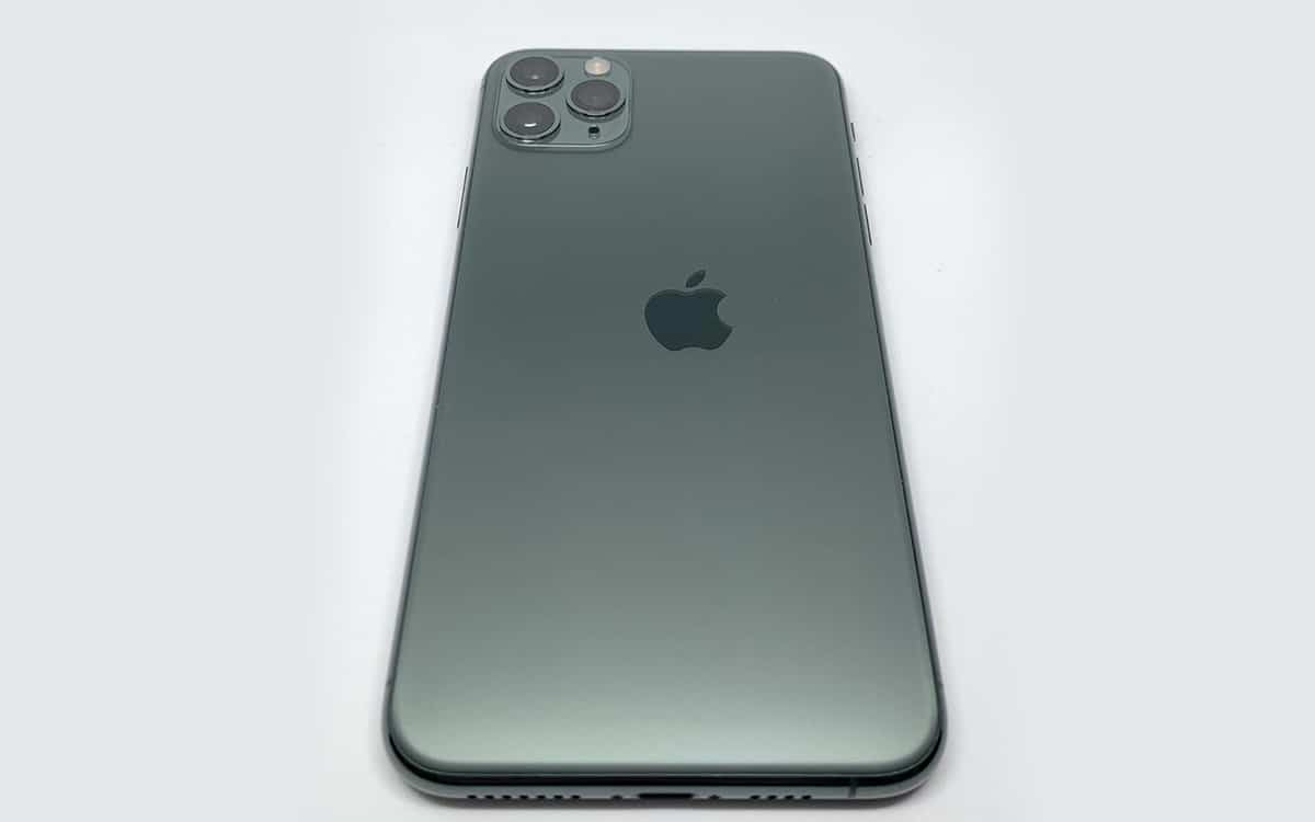 iphone 11 pro logo apple mal placé