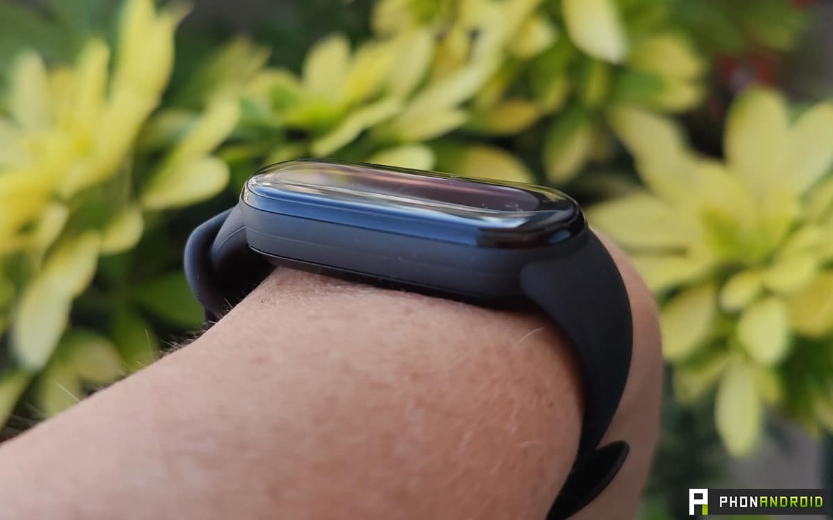 Xiaomi Mi Smart Band 6 thickness
