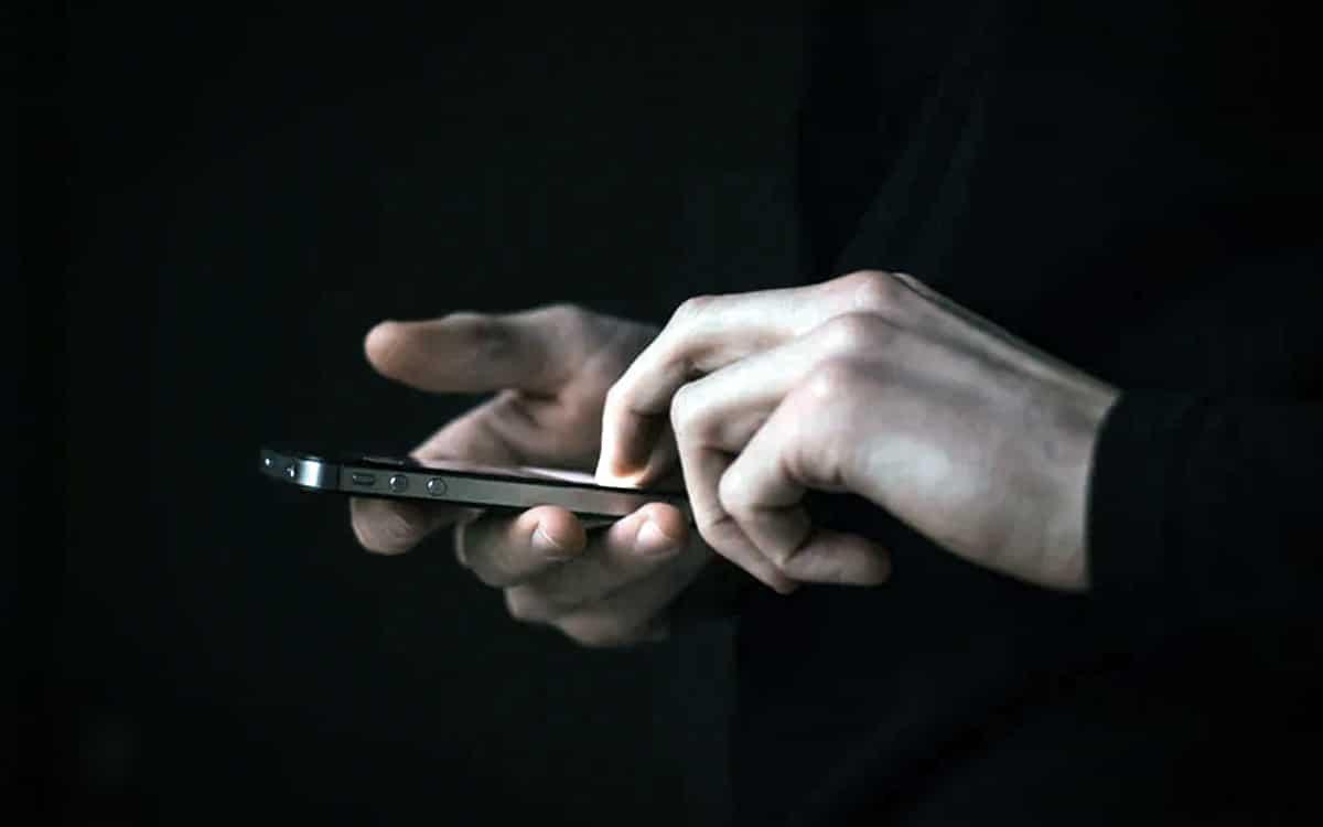 FBI smartphones
