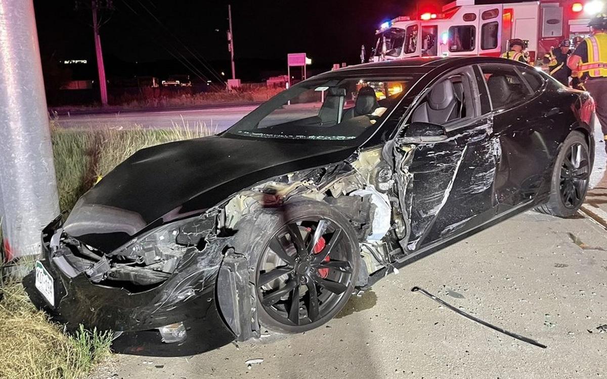 tesla voiture accident camion