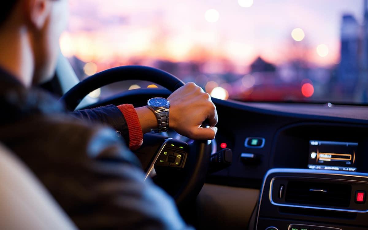 Voiture volant conducteur