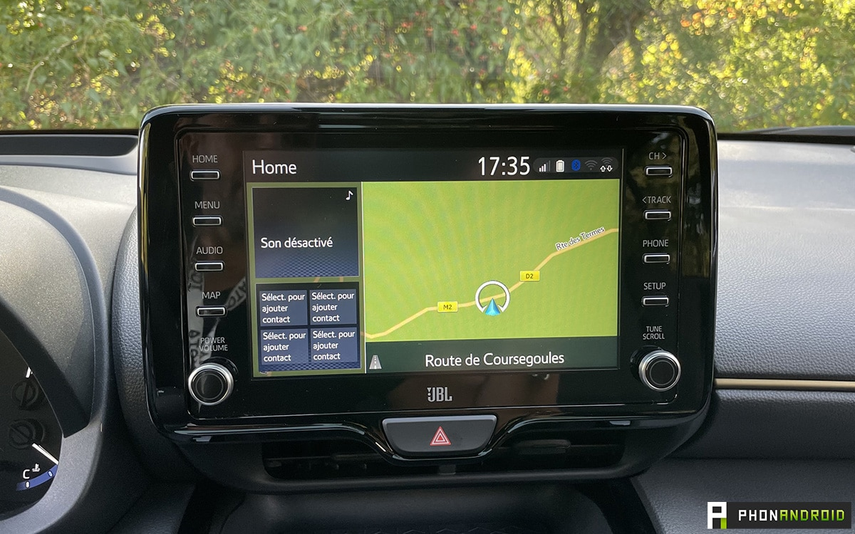Toyota Yaris Cross infodivertissement version premiere