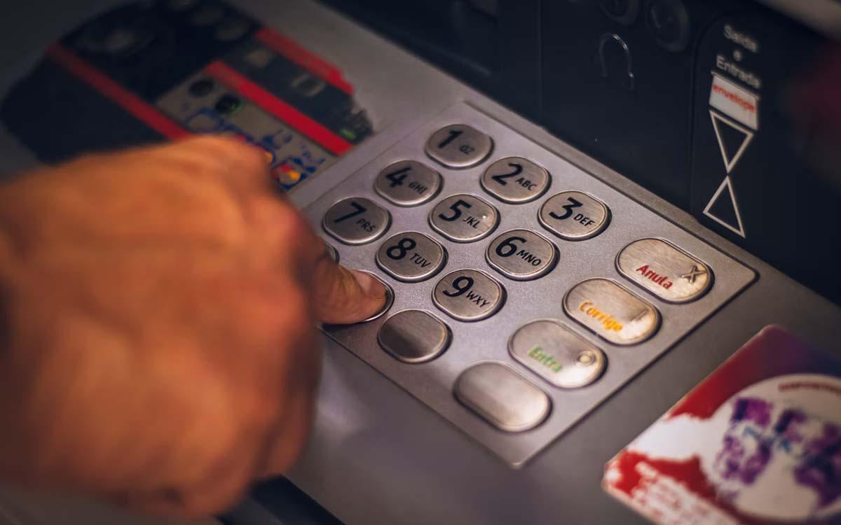 Carte bancaire : cet algorithme peut deviner votre code PIN, même en le cachant avec votre main !